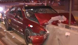 Independencia: conductor se quedó dormido y chocó su auto contra un muro