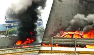 Vía Expresa: auto se incendia muy cerca de la estación Angamos