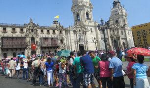 Semana Santa: cientos de limeños recorren iglesias del centro de la capital