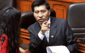Congresista Moisés Mamani entregó reloj con el que grabó conversaciones