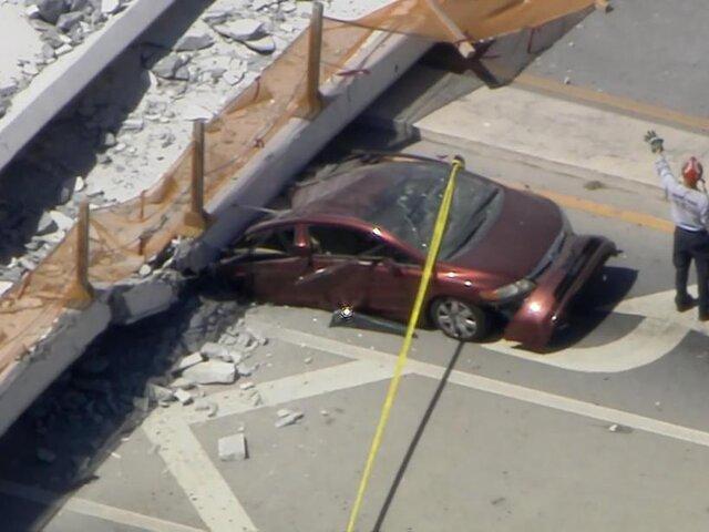 EEUU: puente peatonal colapsa y cae sobre autos en Florida