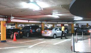 Congreso plantea estacionamientos gratuitos en centros comerciales