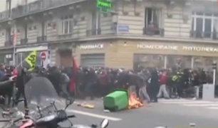 Francia: médicos y estudiantes protestan contra presidente Emmanuel Macron