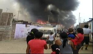 Callao:  incendio  de grandes proporciones consume viviendas