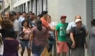 Miraflores: hinchas hacen largas colas para conseguir figuritas del álbum Panini