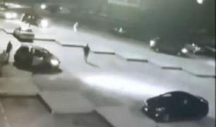 ¡Robo masivo! Decenas de delincuentes roban a vecinos de toda una cuadra en La Victoria