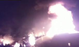 Ventanilla: incendio destruye más de diez puestos en mercado
