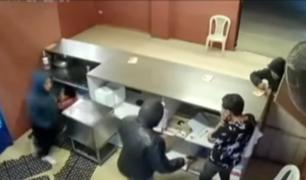 VMT: delincuentes fuertemente armados robaron pollería