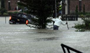 EEUU: registran personas atrapadas en autos tras lluvias torrenciales