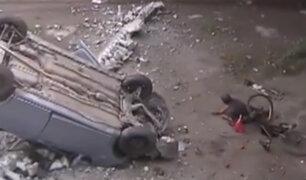 Chile: ciclista cae de puente al querer mirar un accidente