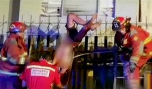 Surquillo: joven queda atrapado en reja tras caer de tercer piso