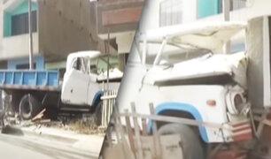 Camión se estrella contra vivienda en Huaycán