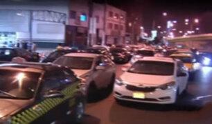 La Victoria: taxistas se apoderan de la pista en avenida México