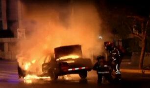 Lince: auto se incendia y explota en plena avenida Arenales