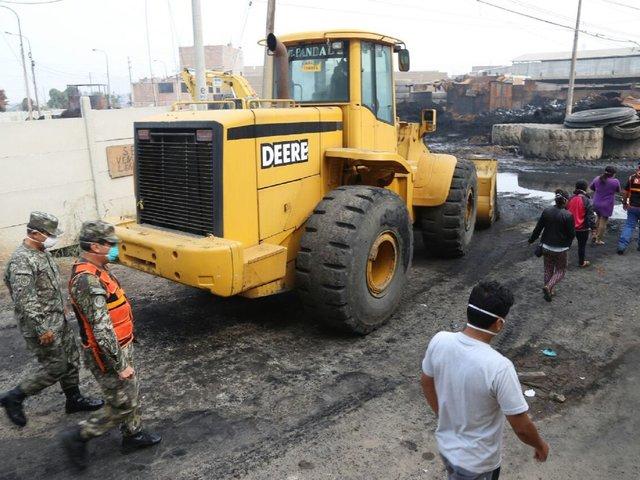 Comas: Ejército removió escombros tras incendio en almacén de llantas