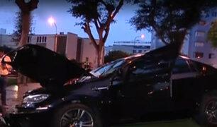 Miraflores: moderno auto choca contra árbol en av. Pardo
