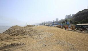 Barranco: arrojan desmonte en playa Las Cascadas