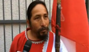 """Chorrillos: """"Hincha Israelí"""" hace vigilia en casa de madre de Paolo Guerrero"""