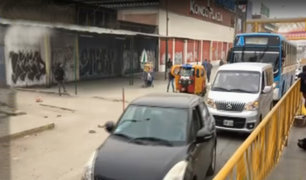 Surco: chóferes invaden vía auxiliar en la Panamericana Sur