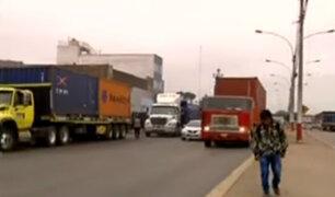 Callao: camiones de carga pesada causan tráfico en av. Néstor Gambetta