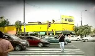 Peatones exponen vidas al cruzar temerariamente por pistas
