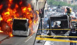 Italia: bus se incendia en pleno centro de Roma