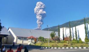 Erupción de volcán Merapi provoca evacuación en Indonesia