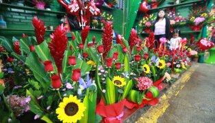 Mercados de flores lucen abarrotados en  el Día de la Madre