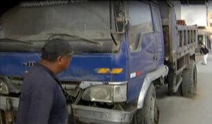 VMT: camión estacionado en plena vereda dificulta el tránsito