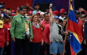 Maduro cerró su campaña a la reelección acompañado de Maradona