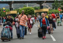 Ecuador declara emergencia migratoria ante llegada de 4200 venezolanos al día