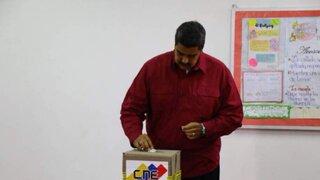 Nicolás Maduro votó muy temprano en elecciones que buscan su reelección