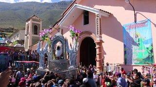 Cientos de peregrinos llegan al tempo del milagroso Señor de  Cachuy