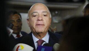 Exministro Rómulo León fue internado de emergencia en una clínica local