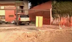 Vecinos denuncian que no pueden sacar autos de sus cocheras por obras en av. La Molina