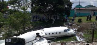 Avión se parte en dos cuando intentaba aterrizar en aeropuerto de Honduras