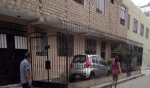 SMP: vecino se apodera de la vereda para colocar su cochera
