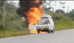 San Martín: combi se incendia en la carretera Belaunde Terry