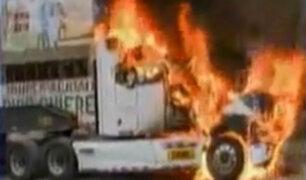 El Agustino: Instalación de antena de telefonía móvil acabó en violencia y quema de tráiler