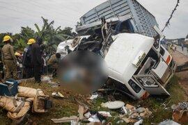 Uganda: triple choque en una carretera deja 48 muertos