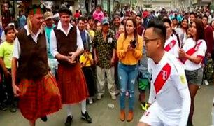 Hinchas peruanos se alistan para el partido de Perú vs. Escocia