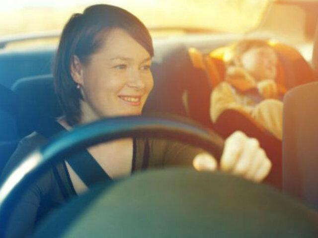 Mamá al volante: 5 puntos que hay que tener en cuenta al manejar [FOTOS]