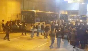 Pánico en el Metropolitano: usuarios rompieron lunas para salir de un bus
