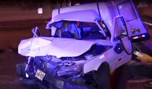 San Borja: conductor choca vehículo contra muro y abandona a pasajeros