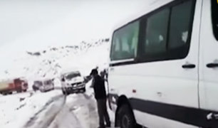 Intensas nevadas bloquean carretera en la vía Arequipa-Puno