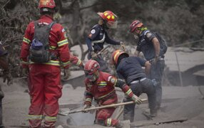 Se incrementa a 99 los muertos por erupción de Volcán de Fuego en Guatemala