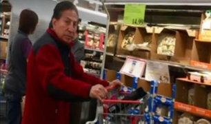 Alejandro Toledo es captado realizando compras en supermercado