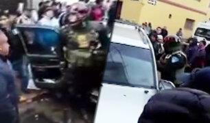 Juliaca: policía realiza disparos al aire para evitar linchamiento a chofer
