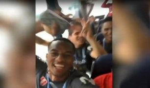 Jugadores de la selección se divierten en bus que los traslada en Rusia