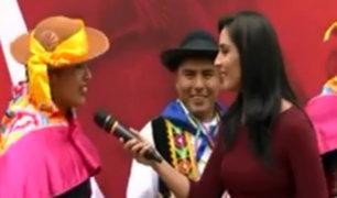 Alumnos de la FAP rinden homenaje a la 'Bicolor' en la Esquina de la Televisión